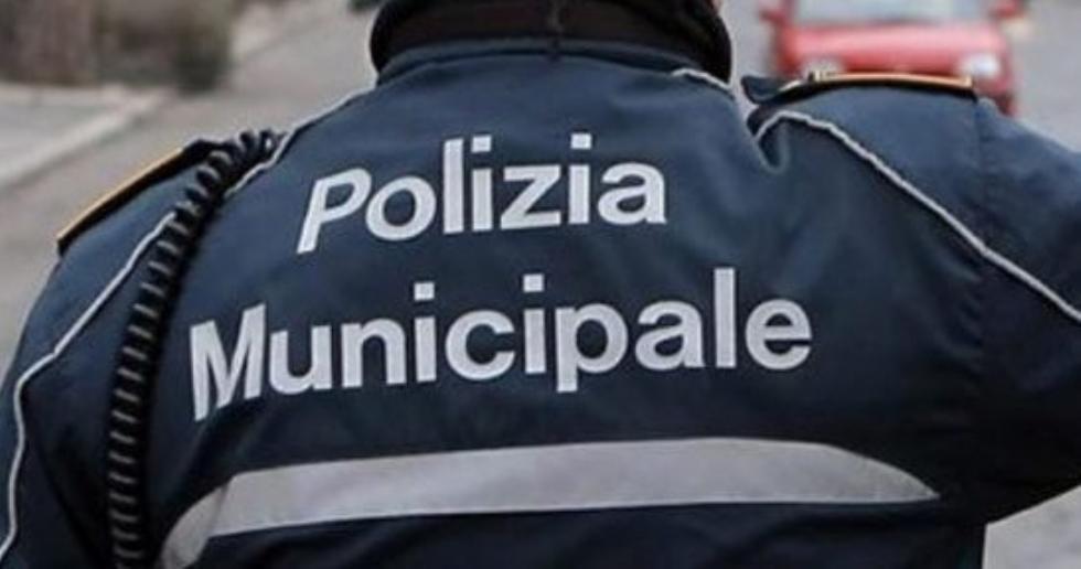 ALPIGNANO - Colta da malore in piazza Caduti: pensionata salvata dalla polizia municipale