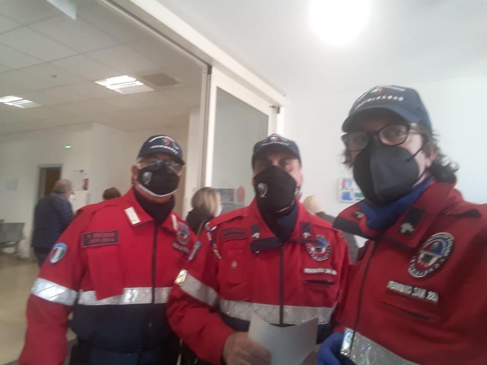 VENARIA - Il mondo del volontariato in aiuto all'Asl To3 nella gestione delle code al Polo Sanitario