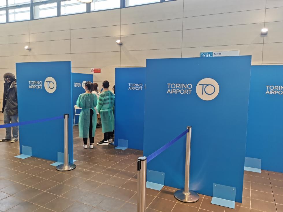 CASELLE - In aeroporto decolla il nuovo punto vaccinale: fino a mille vaccini al giorno - FOTO