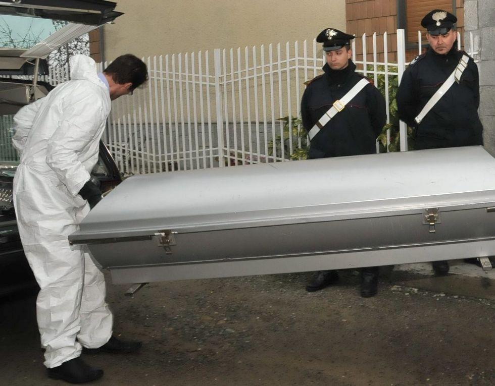 COLLEGNO - Cadavere di un uomo trovato dentro ad un'auto in via Martiri XXX Aprile 30