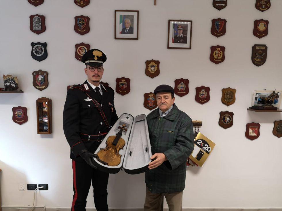 TORINO-COLLEGNO - Ritrovata copia di uno Stradivari: riconsegnato ai proprietari dopo 26 anni