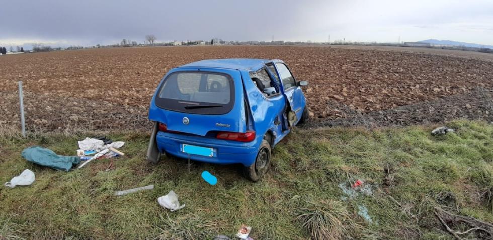 RIVOLI - Perde il controllo dell'auto e finisce fuori dalla tangenziale: ferito 22enne