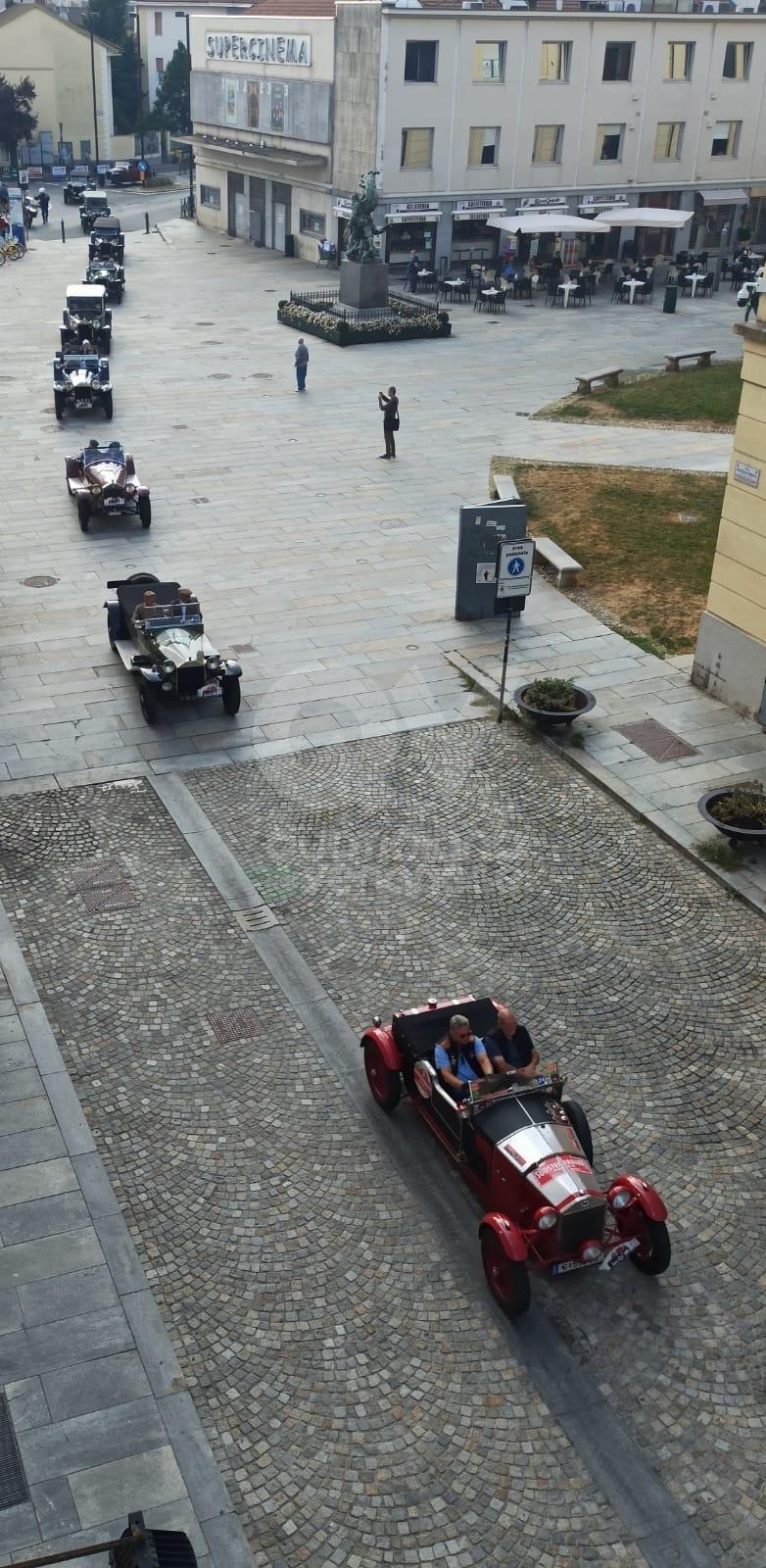 VENARIA - Il centro cittadino invaso di Lancia Lambda in occasione del centenario - FOTO