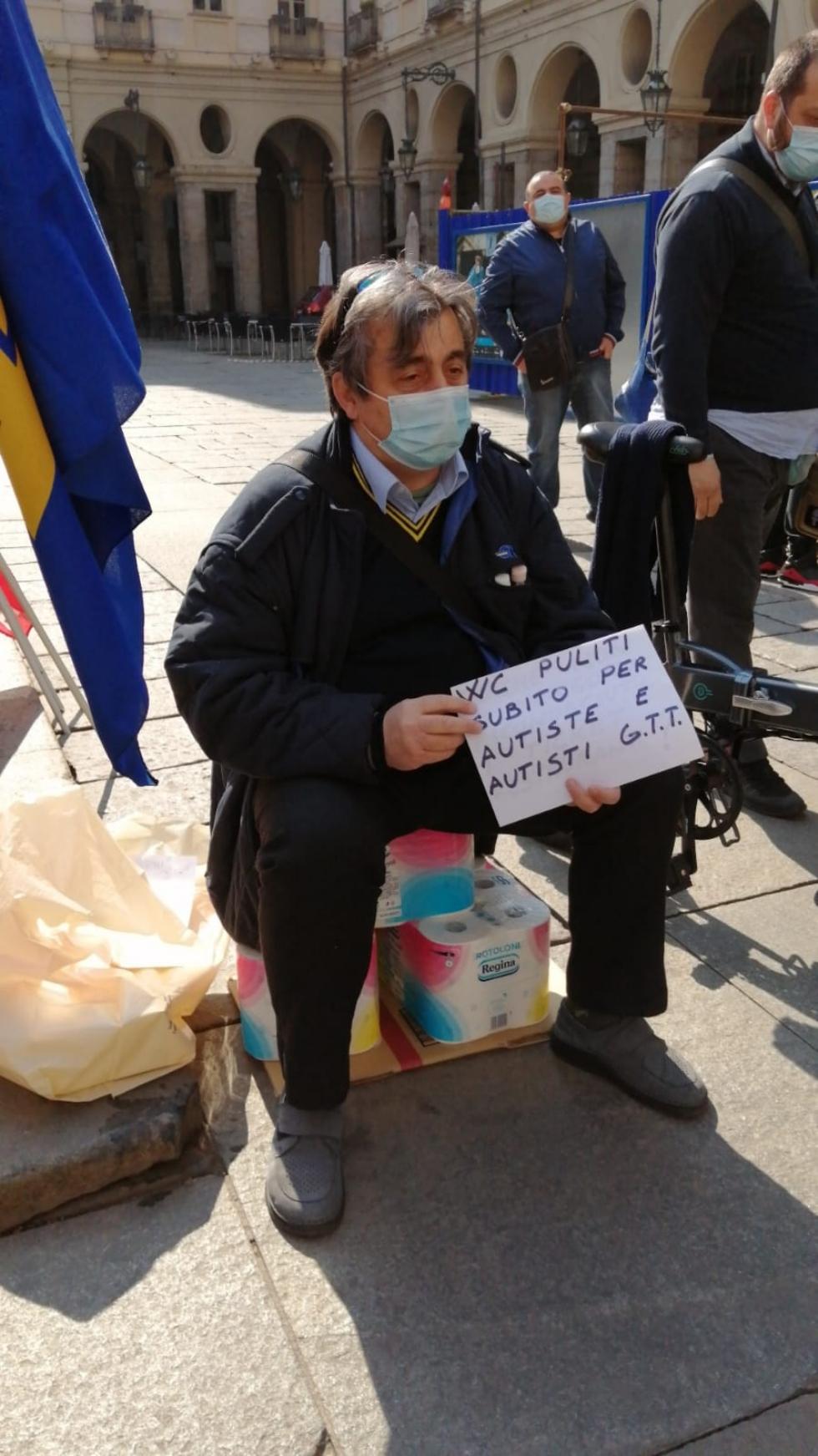 VENARIA - Venerdì sciopera il deposito Gtt di via Amati, per 4 ore: ieri protesta a Torino - FOTO