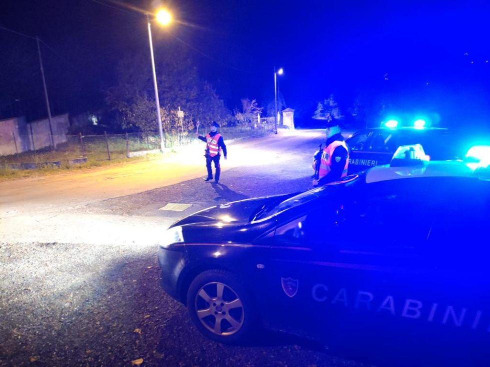 VALLO - Inseguimento per le vie della città dopo il furto nell'appartamento: arrestato un ladro