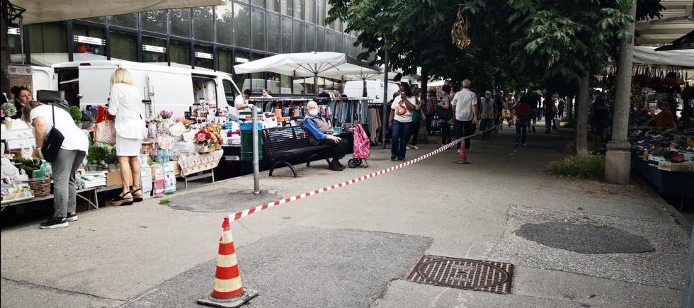 VENARIA - Mercato del sabato in viale Buridani: la «prima» è buona