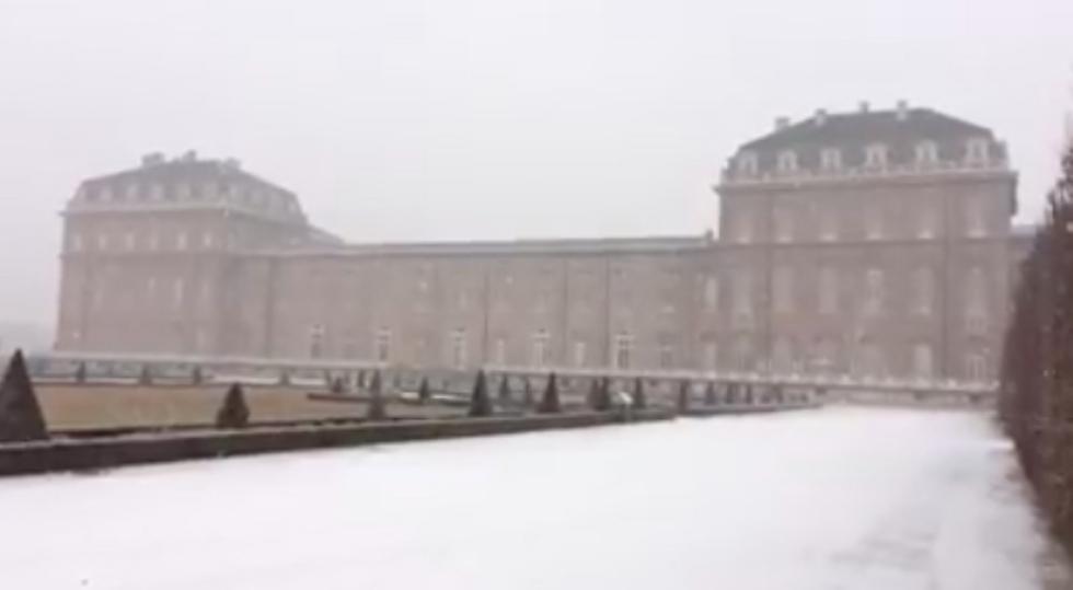 VENARIA - La prima nevicata dell'anno nella Reale e in Reggia: VIDEO