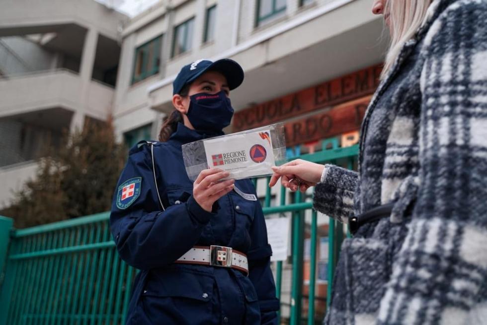 BORGARO - Ragazzini pizzicati senza mascherina: prime sanzioni della municipale