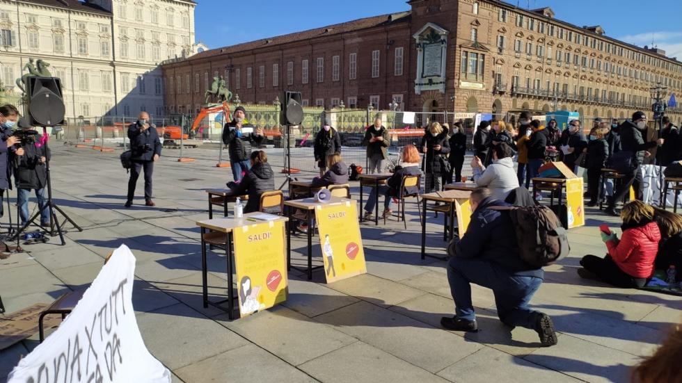 VENARIA - Anche gli studenti dello Juvarra alla lezione di filosofia all'aperto di Matteo Saudino FOTO