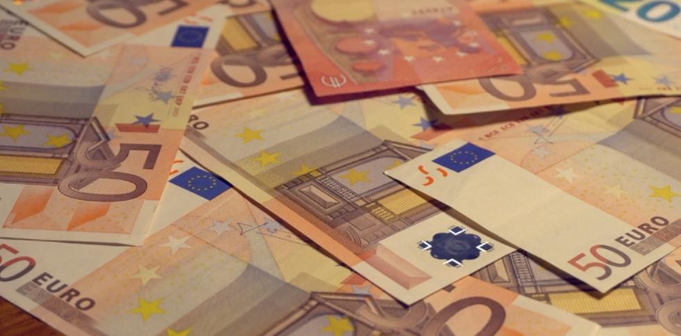 COLLEGNO - Cassiera infedele ruba 620 euro dal negozio: arrestata dai carabinieri