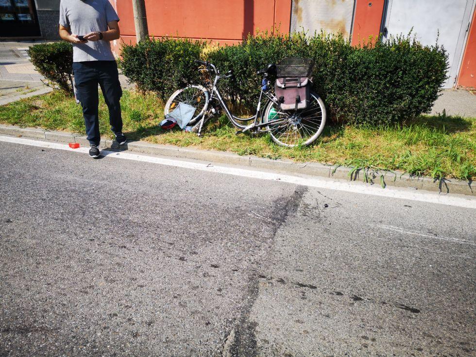 VENARIA - Ciclista investito da un'auto in corso Garibaldi