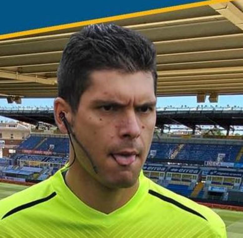 COLLEGNO - L'arbitro Riccardo Annaloro debutta in serie A: sarà assistente in Parma-Spezia