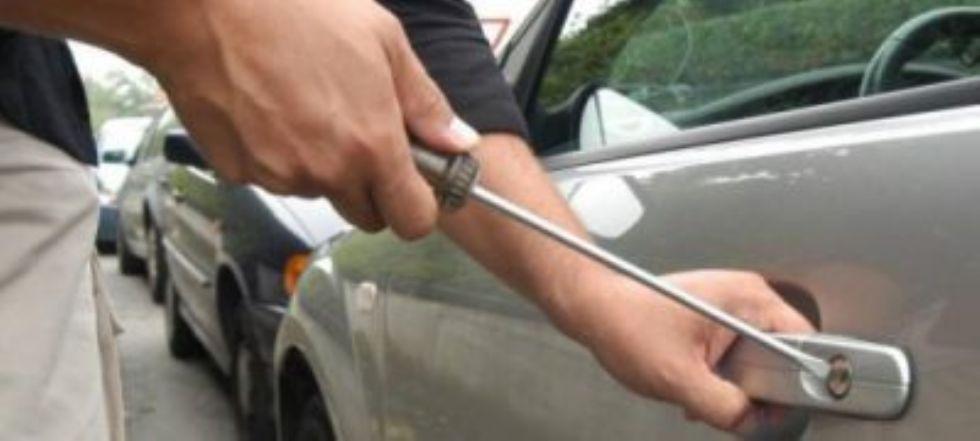 VENARIA - Ruba in un'auto a due passi dal centro storico: venariese arrestato