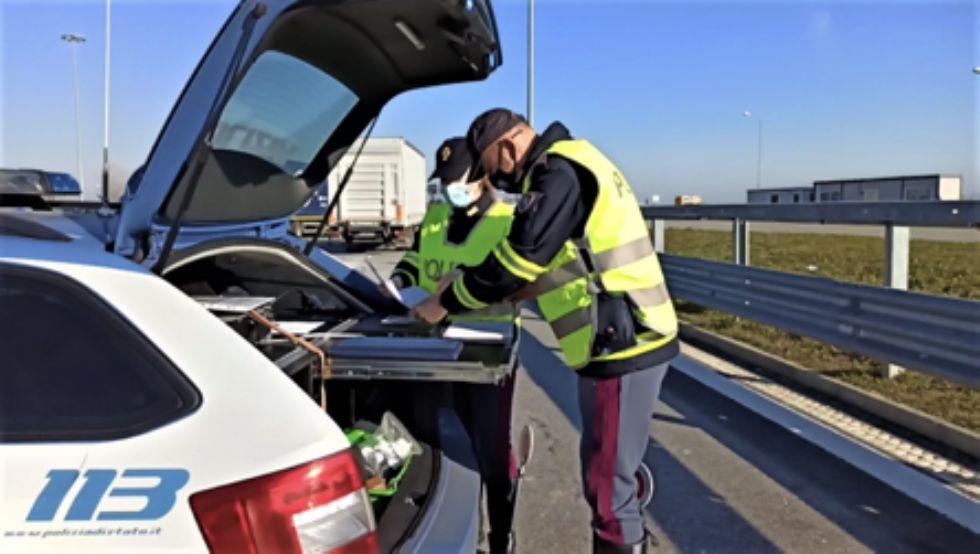 RIVOLI-COLLEGNO-GRUGLIASCO - A 190 km/h in tangenziale, fugge alla polizia: 53enne nei guai