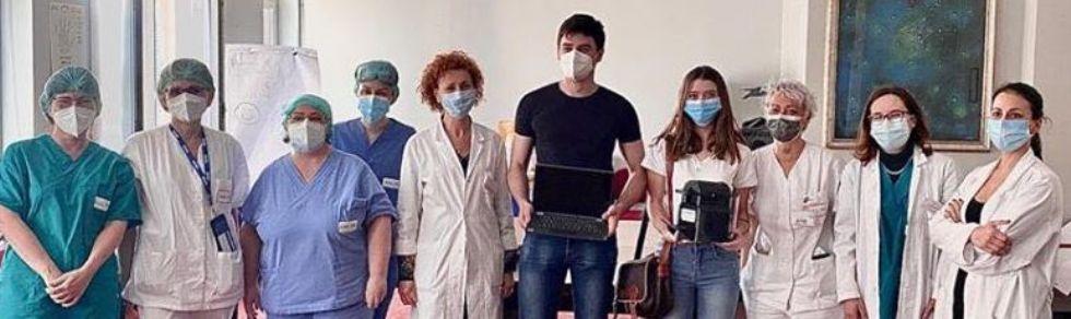 RIVOLI - Il Darwin regala al reparto Covid dell'ospedale un pc portatile e una macchina del caffè