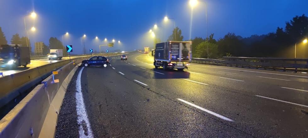 RIVOLI - Scontro fra tre mezzi in tangenziale prima dell'alba: disagi al traffico - FOTO