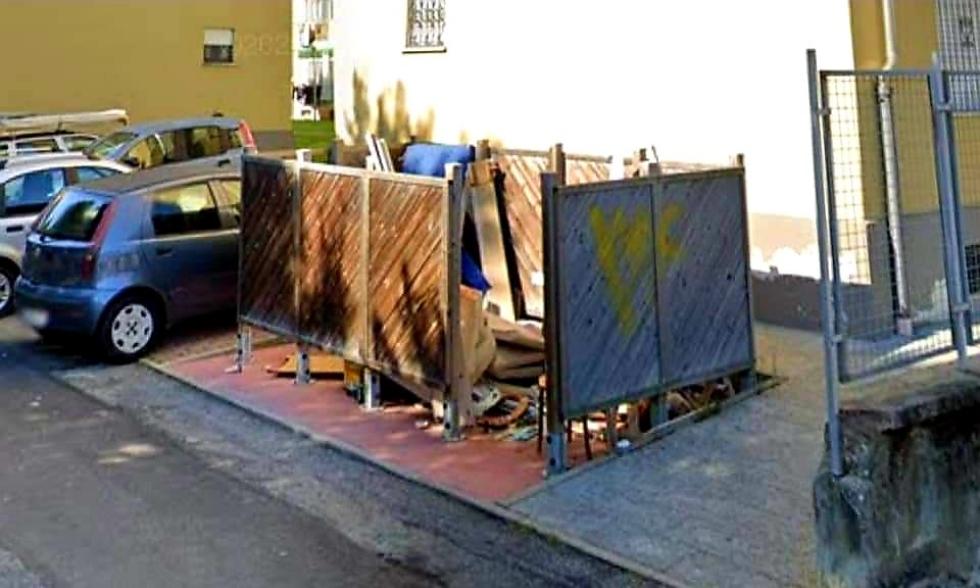VENARIA - Tolti i gabbiotti in legno tra via Sciesa e corso Matteotti: troppi rifiuti abbandonati