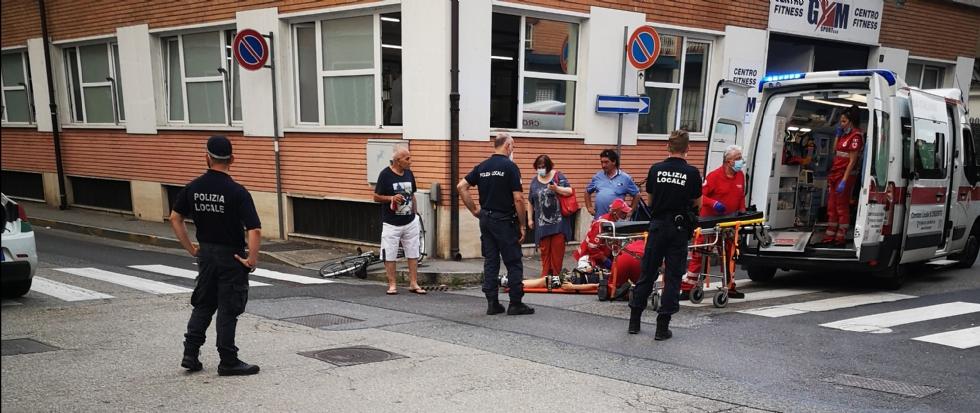 VENARIA - Scontro auto-bici all'angolo tra via Zanellato e via Silva: 14enne in ospedale