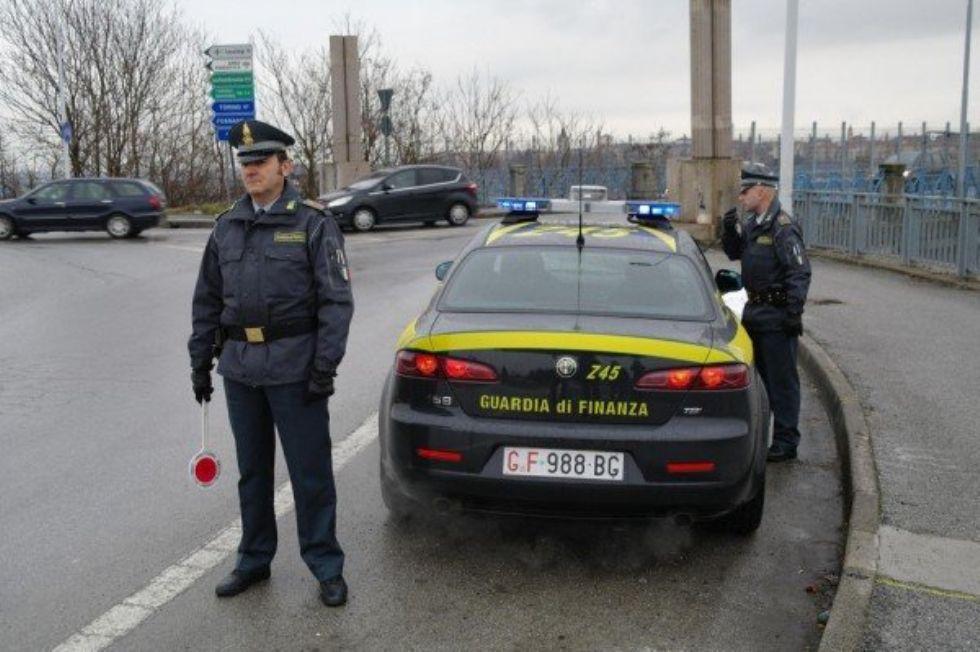 COLLEGNO - Controlli e posti di blocco della Guardia di Finanza sulle strade del territorio