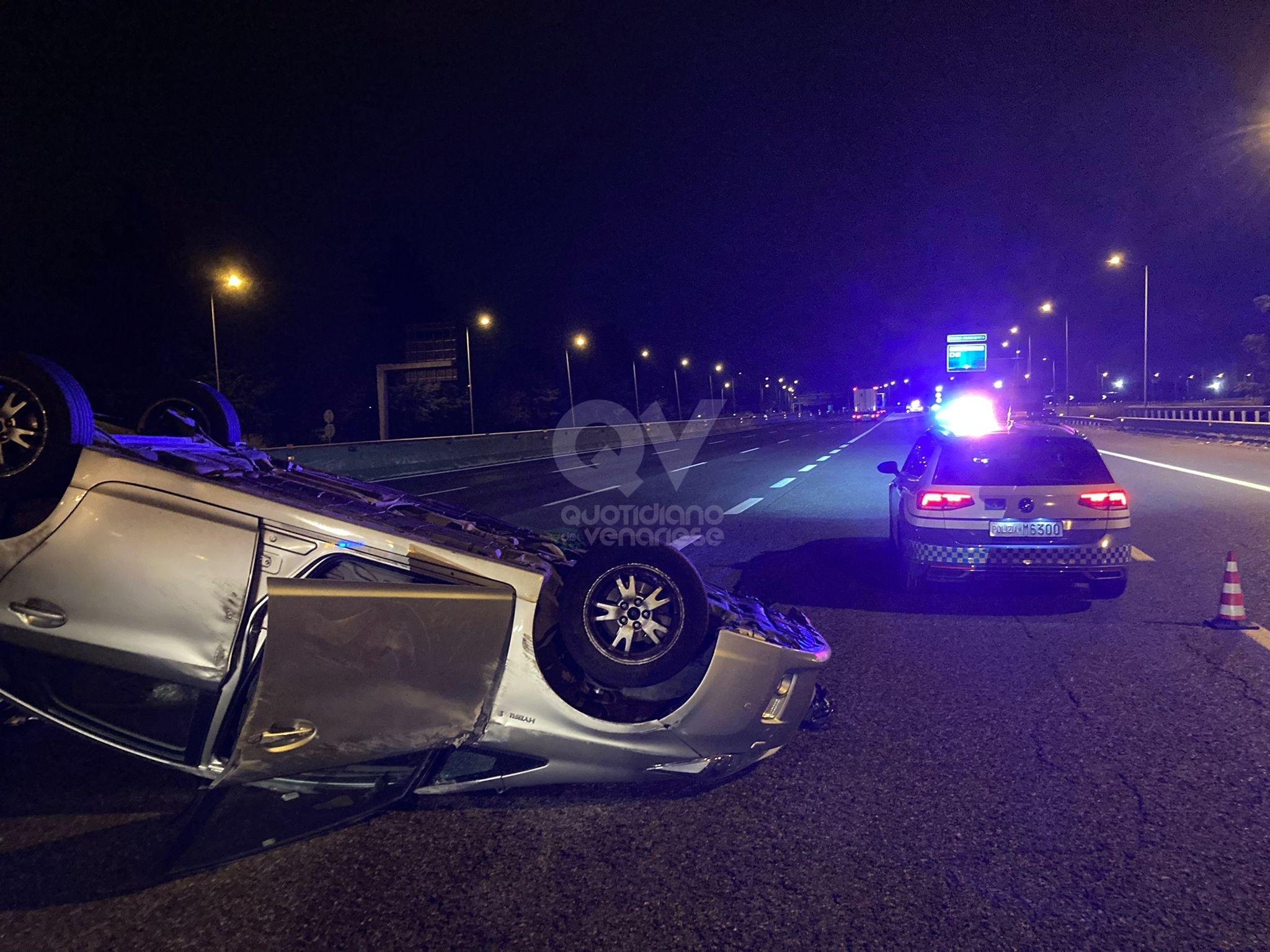 INCIDENTE IN TANGENZIALE - Tamponamento fra due auto: una si ribalta. Due feriti lievi - FOTO