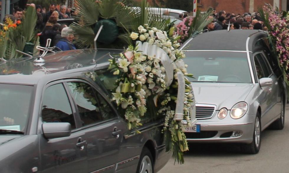 VENARIA - I ladri svaligiano la casa della vedova: era ai funerali dell'adorato marito