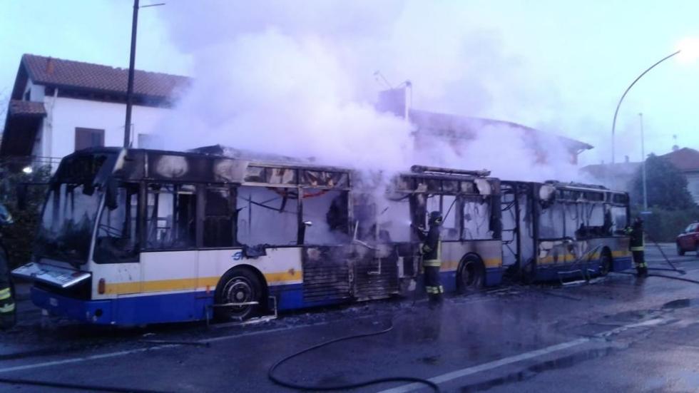 MAPPANO - A fuoco l'autobus della linea 46: persone scese prima dello scoppio